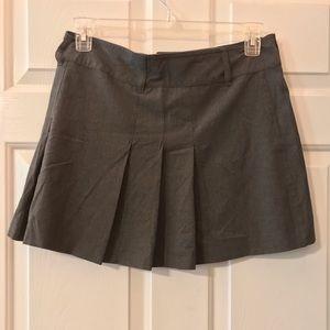 Old Navy gray pleated short skirt